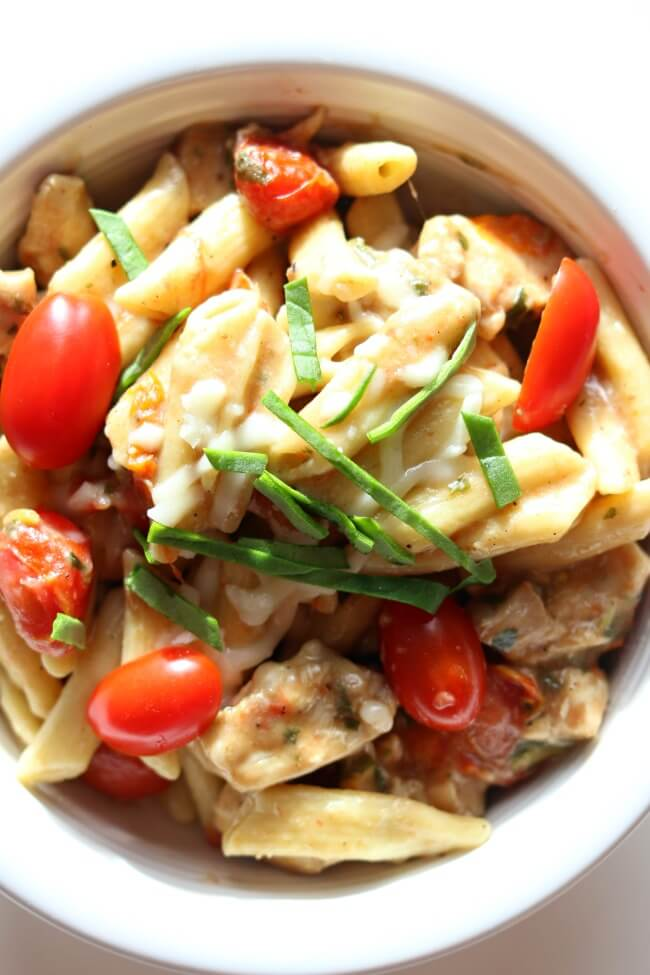 Instant Pot Chicken Margherita Pasta--Penne pasta, bites of chicken, halved grape tomatoes, balsamic vinegar, fresh basil and mozzarella all come together in a simple but totally flavorful one pot meal. I couldn't stop eating this one!