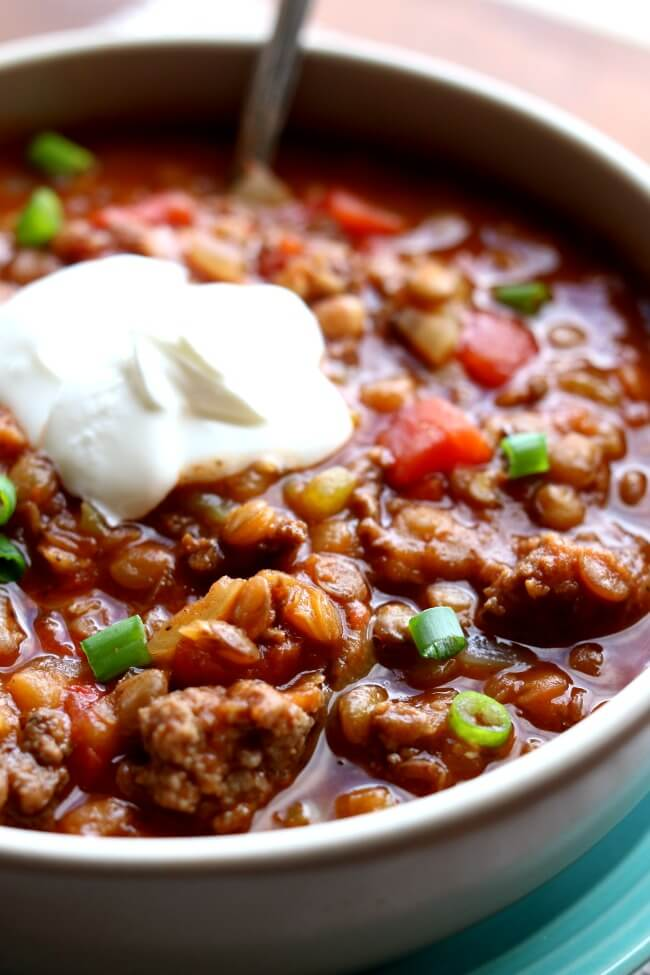 Instant Pot Ground Turkey Lentil Chili--This healthy, easy pressure cooker turkey lentil chili is the perfect meal for any night of the week. It fills you up without filling you out while still having tons of flavor.