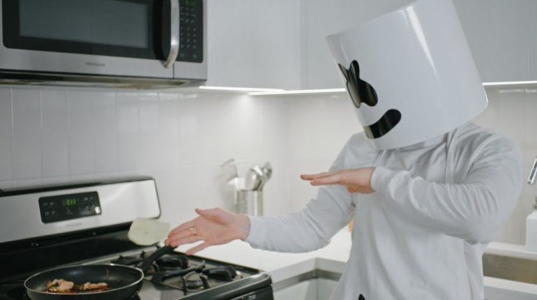 Cooking with Marshmello: Chicken Cheesesteaks