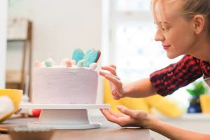 Advantages & Disadvantages Of A Home Cake Business